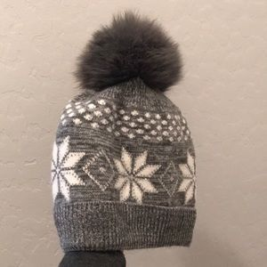 Accessories - Gorgeous cashmere and wool made in Italy beanie.